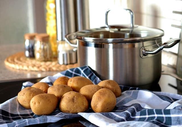 תפוחי אדמה ובטטות בתנור בתערובת תבלינים