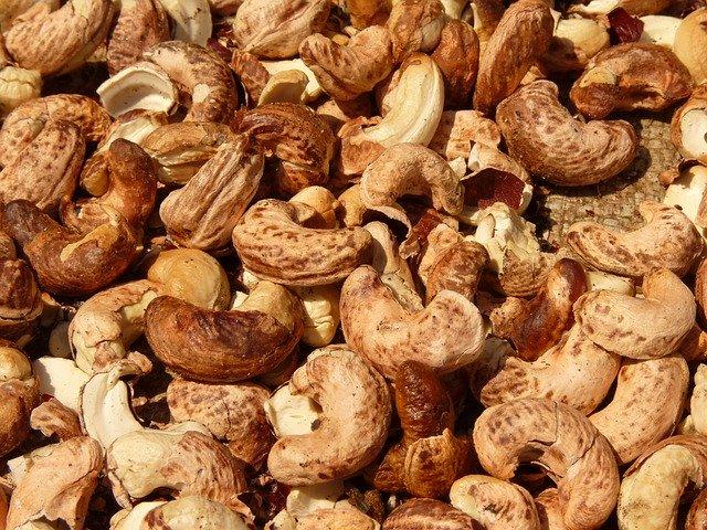 אגוזים ופיצוחים
